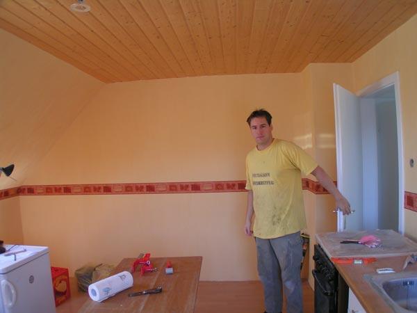 Daniel im neuen Wohnzimmer